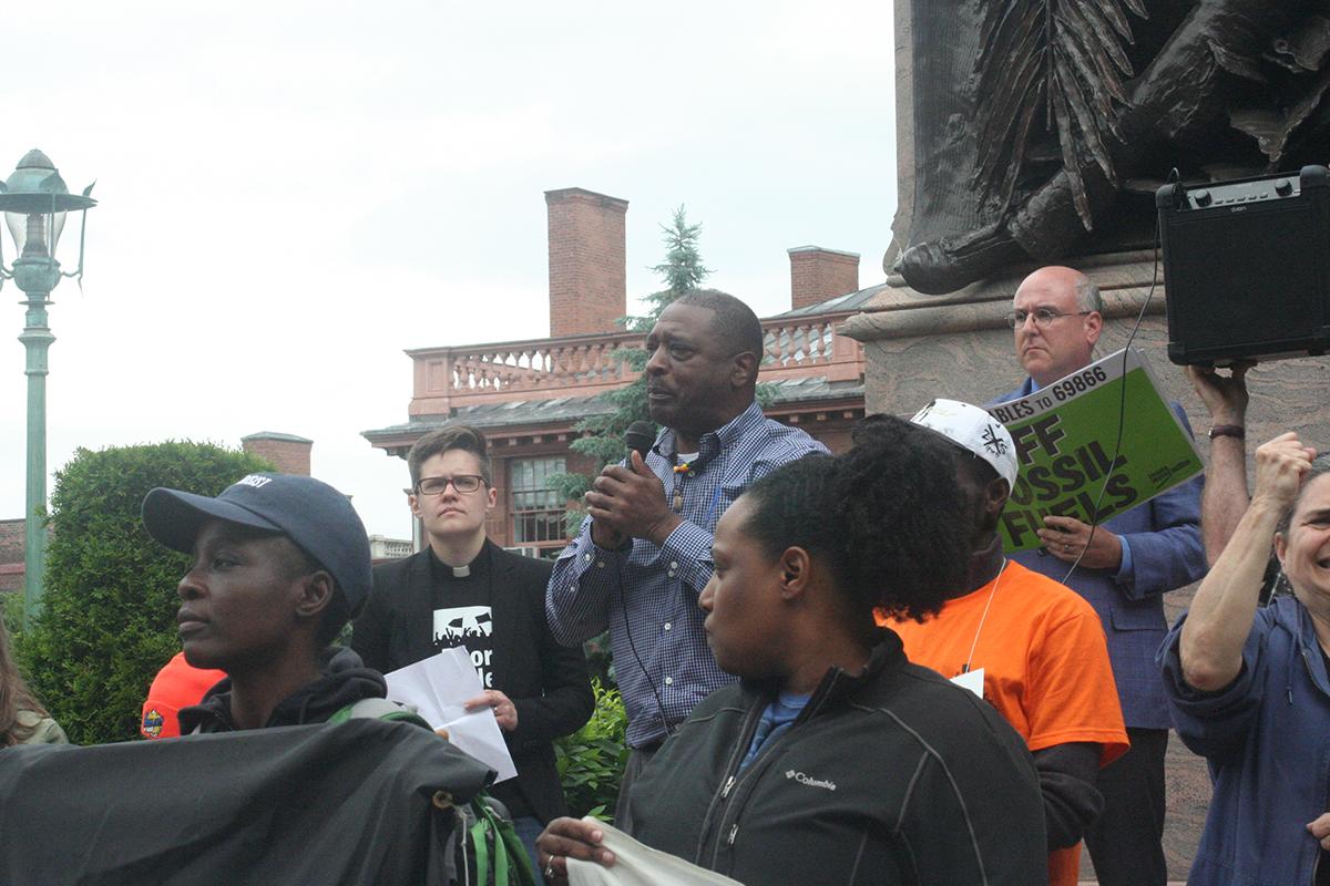Willie White, founder of neighborhood empowerment organization, AVillage, addresses demonstrators at Lafayette Park in Albany, New York June 4, 2018; photo by Jason Velázquez.
